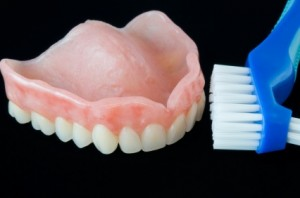cleaning dentures 300x198 How to Clean Dentures